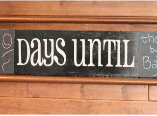 {Tutorial} diy Chalkboard Countdown Sign