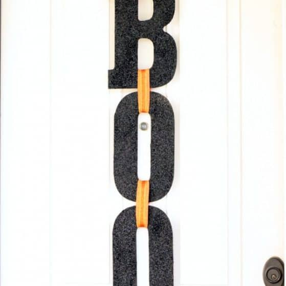 boo Halloween door sign www.thepinningmama.com