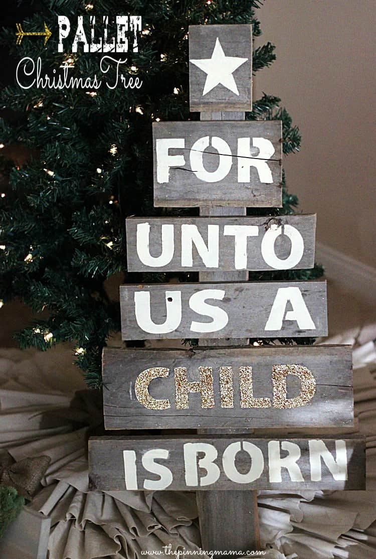 easy upcycled pallet christmas tree click here for tutorial