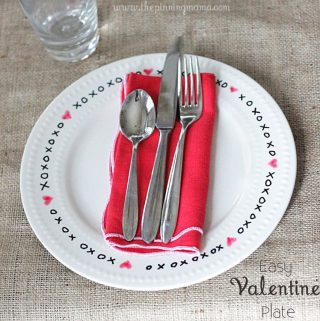 {XOXO Plate} Officially the Easiest Valentine's Day Craft Ever!