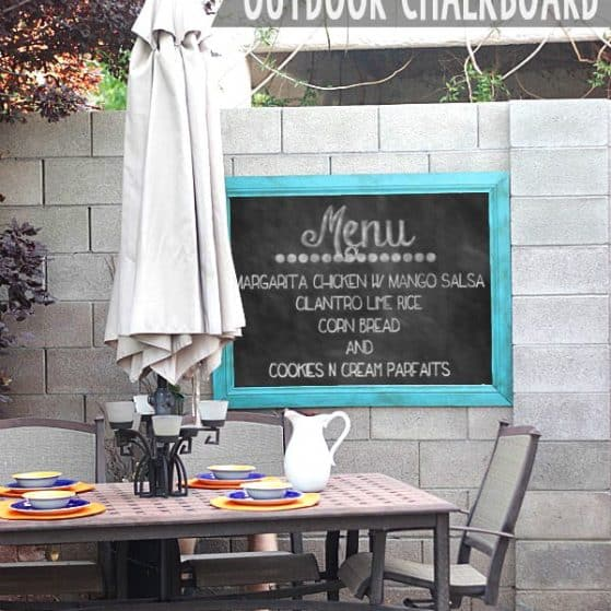Love this for outdoor entertaining! DIY outdoor chalkboard!