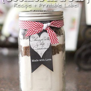 {Easy Gift Idea} Cookies in a Jar Recipe + Printable Label