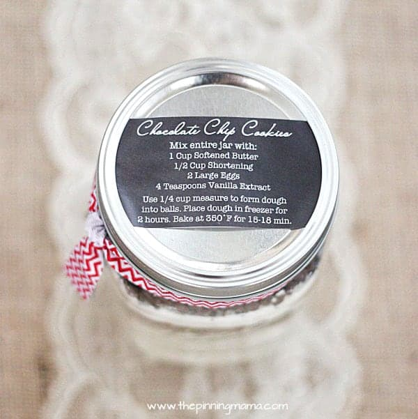 Super CUTE Cookies in a Jar Gift idea and FREE Printable Label on { lilluna.com } A fun gift that anyone will enjoy!! Grab some ingredients, a jar, ribbon, and your label!