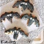 {Easy Halloween Breakfast} Cinnamon Roll Bats