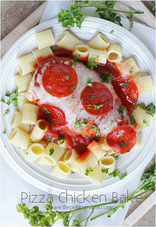 A healthier way to eat my favorite food... Pizza! Easy Pizza Chicken Bake from thepinningmama.com