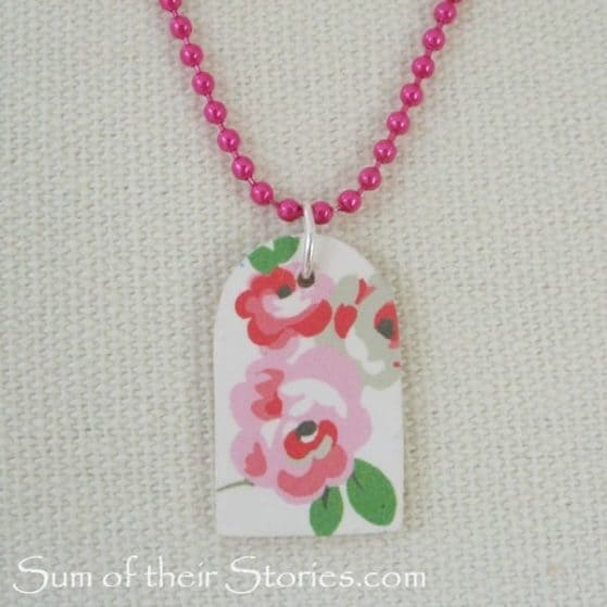 You will never believe what this adorable floral necklace is made from! DIY Floral Pendant