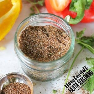 Homemade Fajita Seasoning Mix recipe- Paleo, gluten free, whole30 compliant and most importantly, seriously delicious.