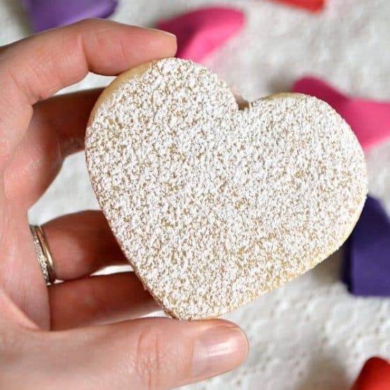 These Heart Sandwich Cookies with White Chocolate Cream Cheese Filling are an irresistible Valentine's Day treat! | Hello Little Home