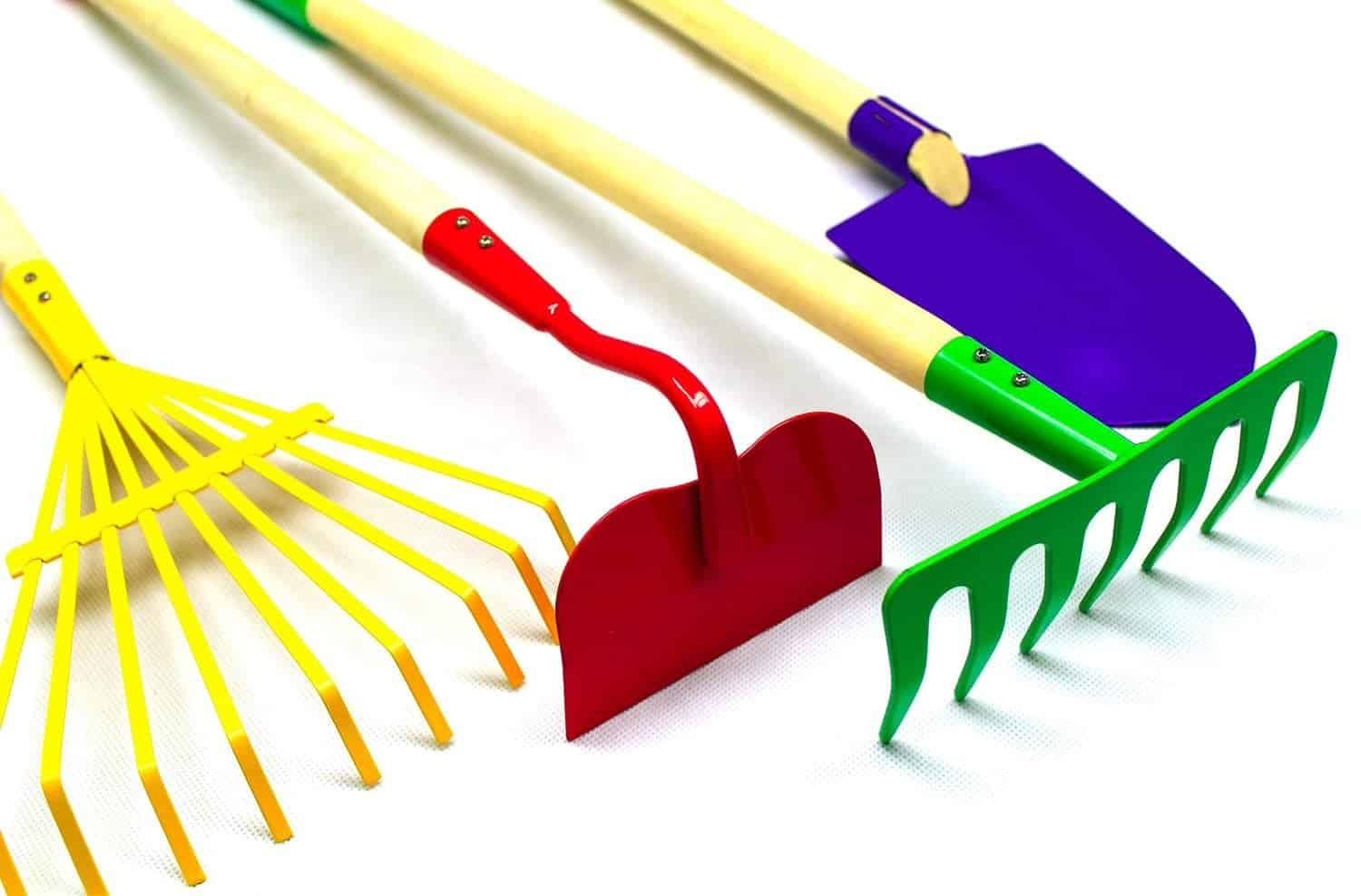 10+ Outdoor Boredom Busting Activities for Kids: Garden Tool Set | www.thepinningmama.com