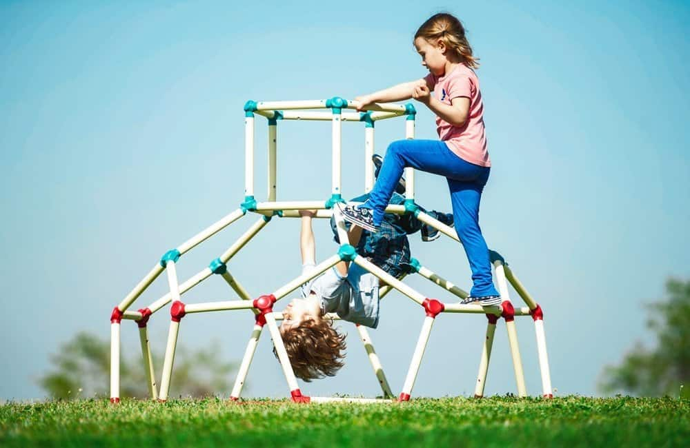 10+ Outdoor Boredom Busting Activities for Kids: Lil Monkey Playground | www.thepinningmama.com