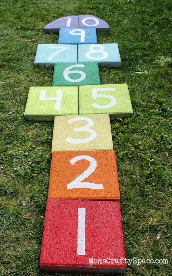 10+ Outdoor Boredom Busting Activities for Kids: Rainbow Hopscotch | www.thepinningmama.com