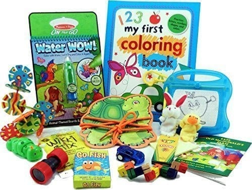 10+ Awesome Ways to Entertain your Kids on a Roadtrip: Travel Activity Bag  www.thepinningmama.com