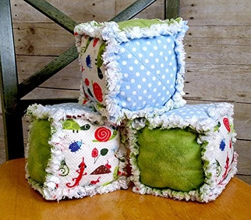 10+ Beautiful Handmade Baby Gifts: Soft Baby Blocks| www.thepinningmama.com