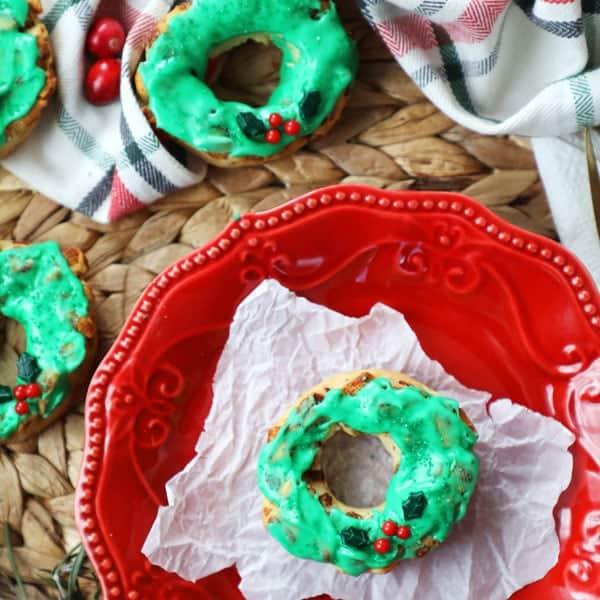 Cinnamon Roll Wreath - Cute Christmas Breakfast Idea